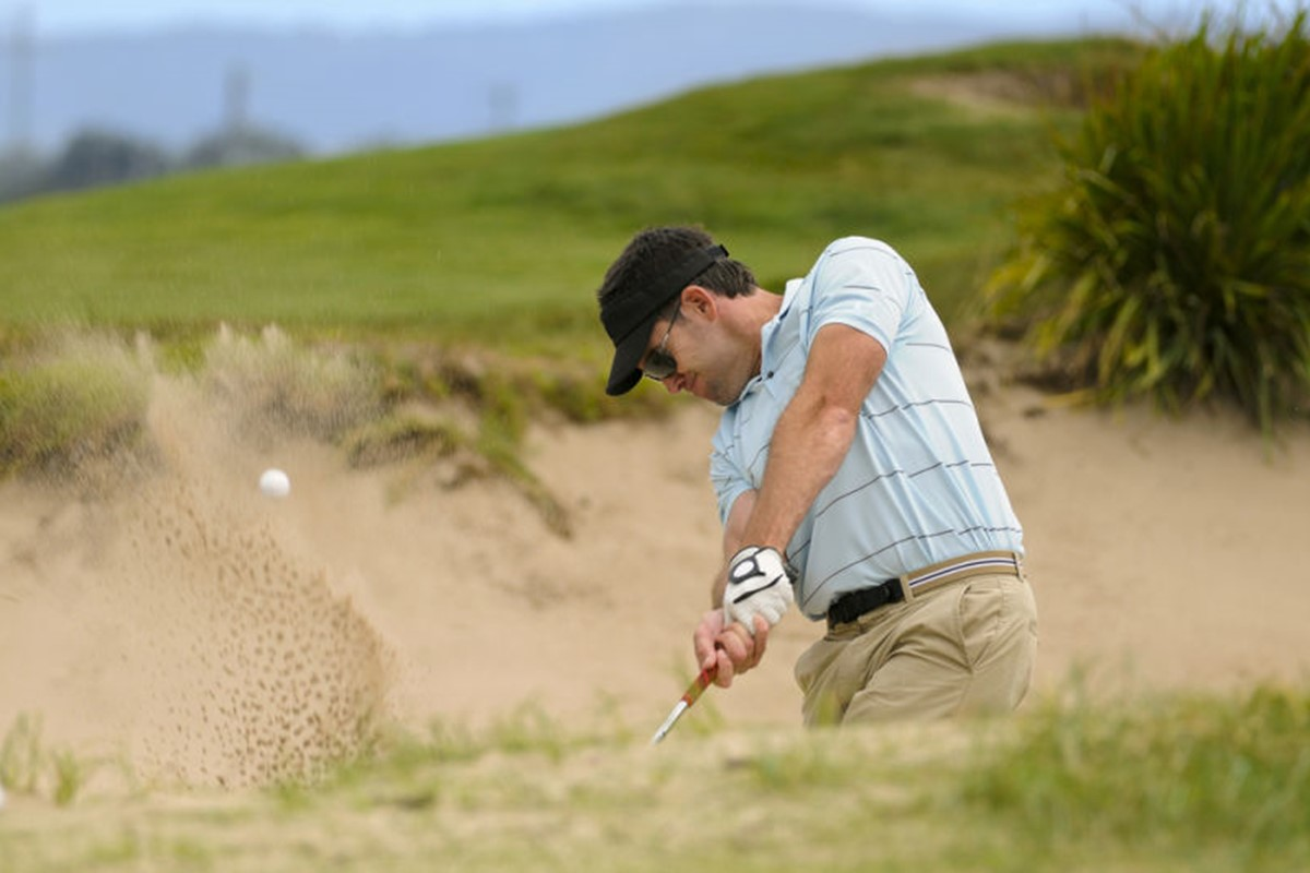 golf bunker shot.jpg